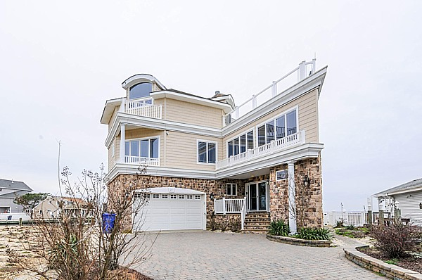 Floor. Lavallette Ortley Beach 6 Bedroom 5 Bath Bay Front House w  pool